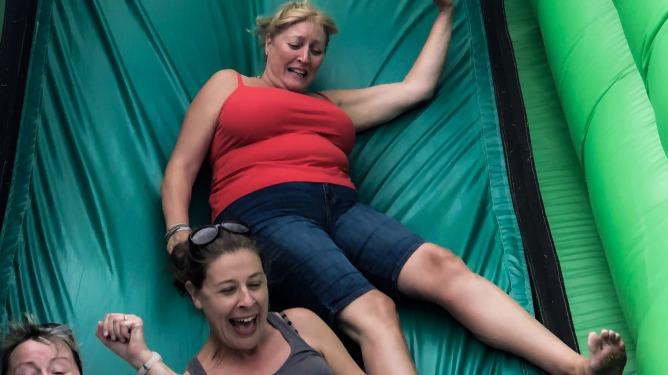 Diagrama Adoption support summer picnic enjoying  the bouncy slide